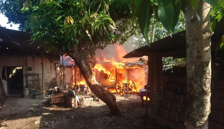 Rumah Dilalap Api